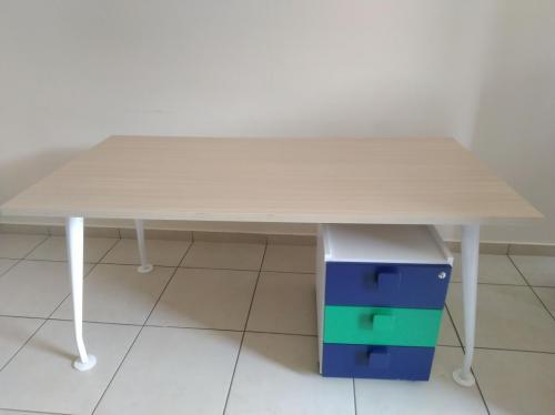 Materiali-riposizionati-SDV-Scrivania-Assimoco