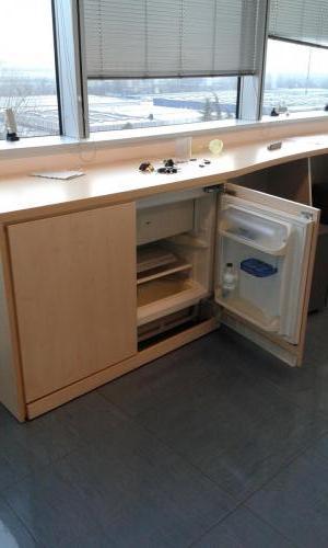 mobile basso bianco con frigorifero (3)