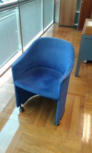 ufficio direzionale  con scrivanie rettangolari 2 x 100 e 2 x 60 - mobile basso - tavolino tondo 130 - poltroncine blu (6)